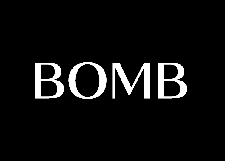 ディスプレイに表示されるBOMBの文字
