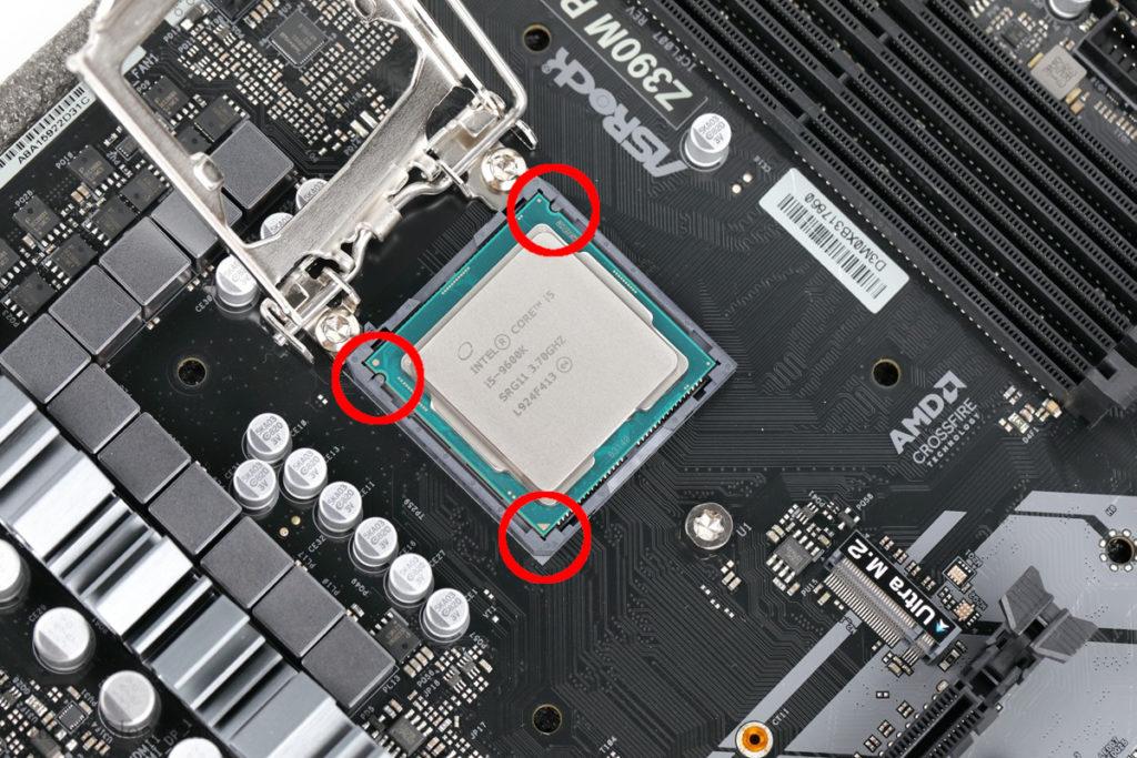 CPUをソケットに載せる